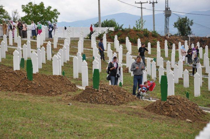 Sehidsko mezarje u Carakovu .23. juli 2011