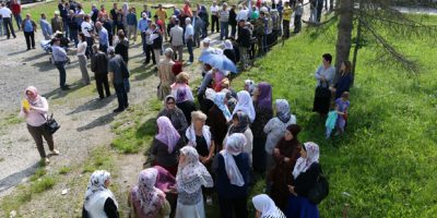 Na prostoru nekadašnjeg logora Trnopolje kod Prijedora danas je više desetaka bivših logoraša i porodica ubijenih logoraša obilježilo 24 godine od osnivanja ovog logora. ( Gorana Jakovljevic - Anadolu Agency )
