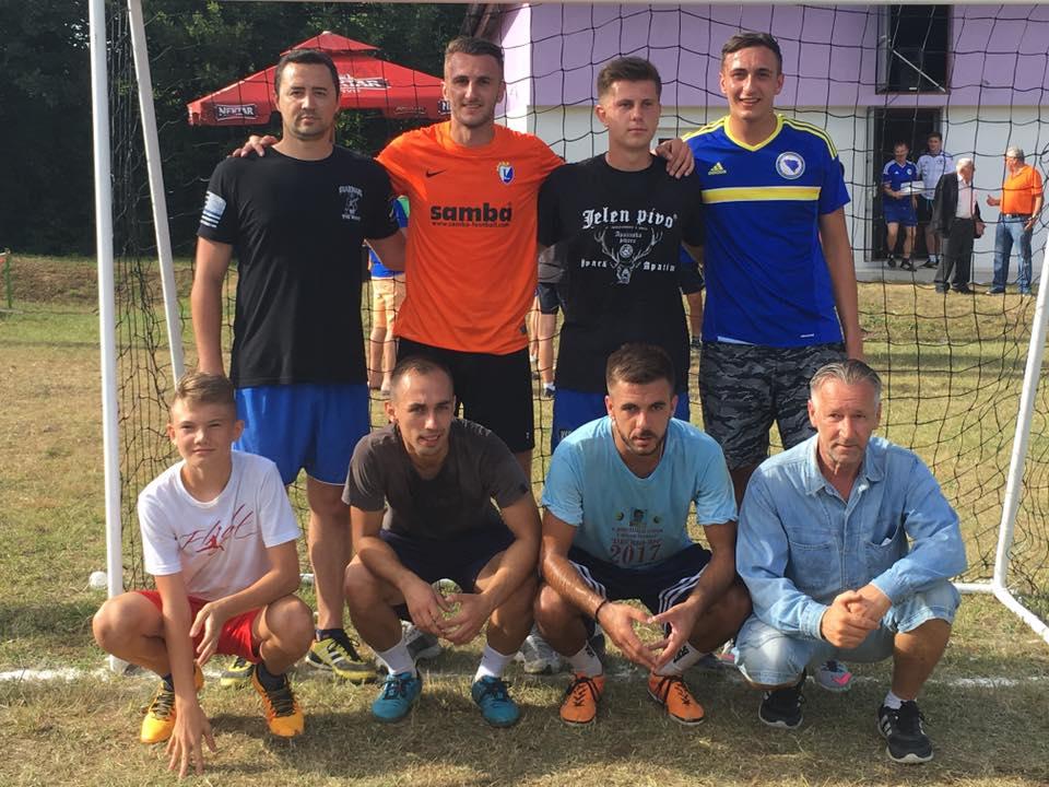 Sandin Avdic sa prijateljima na turniru u Rakovcanima.