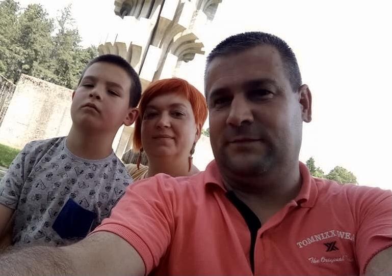 Semir, Mirela i njihov sin.